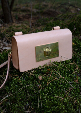 Baguette bag made of vegetable tanned leather
